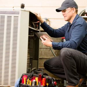 st. louis hvac technician working on air conditioner